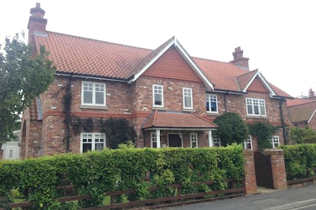 Ensuite double in village near York - Escrick - Huis