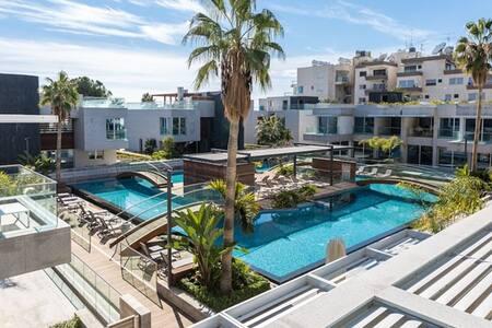 NEW! Carmencita Sea View Studio with Pool & Spa - Germasogeia