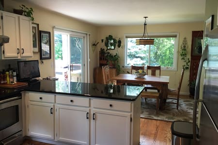 Your own floor in big bright airy house - Boulder - Hus