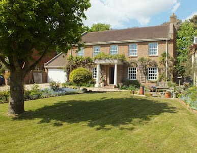 Milford Lodge - Village centre B&B - Milford on Sea - Bed & Breakfast
