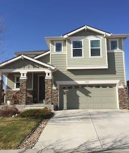 Newer Home :: Sleeps 8 :: 2-car Garage :: Deck - Denver - Casa