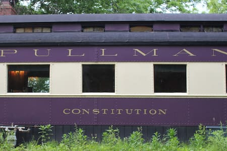 "The Pullman Train Car ""Constitution"" - Plano - Train"