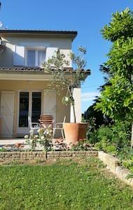 Appartement au calme dans villa. - Montélier - Appartamento