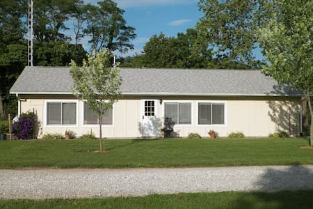 The Campground House - Carlinville - Casa