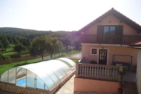 Holiday house Nada(Pool,Tenis,Gym) - Haus
