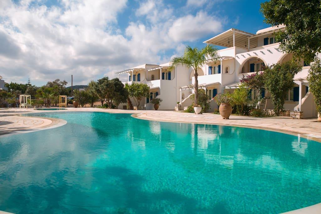 Πρόσοψη-façade-pool