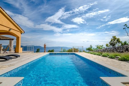 Villa Lespinoy - villa with astonishing view - Rumah