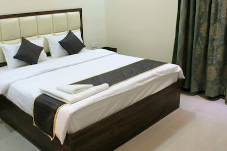 Cozy Stay with buffet breakfast & wifi - Pune - Apartment