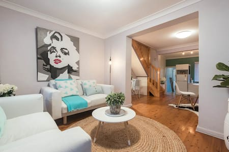 """Oxford Chic"" 2BDR central terrace - Darlinghurst - Townhouse"