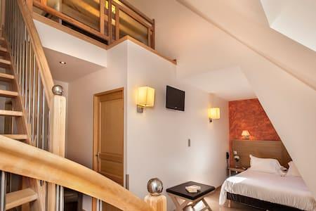 Hôtel Les 2 Rives: suite familliale - Penzion (B&B)