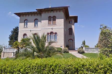 Villa Panoramica San Marcello - Huvila