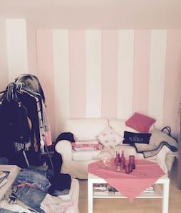 Modernes Zimmer in Rosenheim - Apartamento