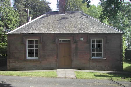 Gatehouse retreat in estate grounds - Gilmilnscroft - Casa