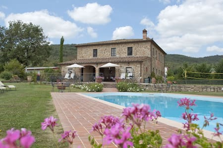 Double bed in Villa with Pool - Civitella in Val di Chiana - Villa