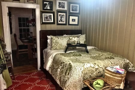 Cozy New England Home in the Suburbs - Casa