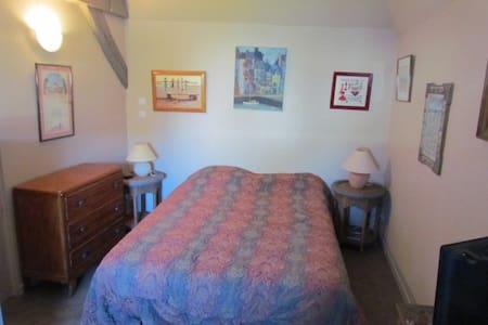 petite chambre avec accés au jardin - Apartmen