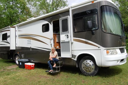 Deluxe Class A motorhome delivered - Uxbridge - Wóz Kempingowy/RV
