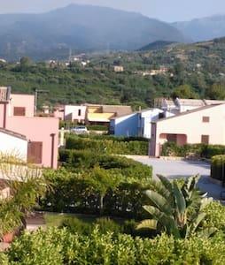Villette per vacanze a pochi km da Cefalù - Villa