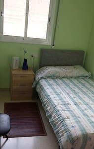 Habitación privada individual, acogedora en Parets - Reihenhaus