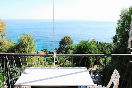 Appartamento vista mare Ventimiglia località Latte - Lejlighed