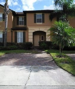 Townhouse on family-friendly resort.  Near Disney - Davenport - Casa