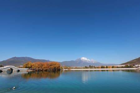 在1000年历史的丽江古城里的和TA住一住浪漫紫色大圆床是什么赶脚? - Lijiang - Villa