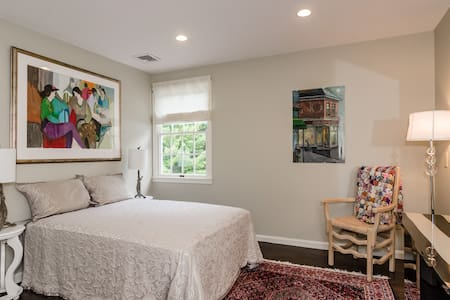 Comfortable,quiet,full size bed,lexington boston - Hus