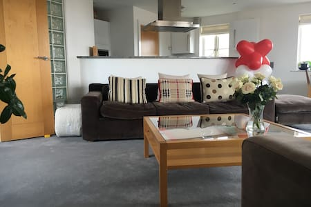STUNNING HAMBLE APARTMENT WITH FABULOUS VIEWS - Hampshire - Apartment