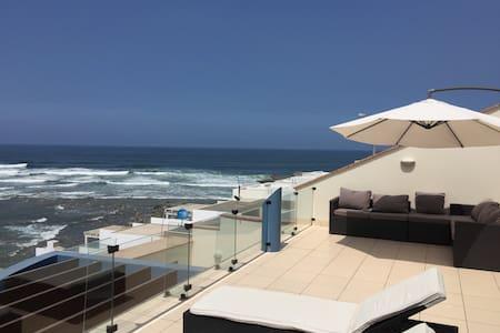 Oceanfront family home ,Beach House - Rumah