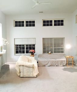 great view on campus with king bed - Madison - Appartamento