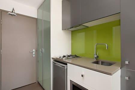 Near City Cozy Clean  Quiet WIFI Studio Apartment - Melbourne