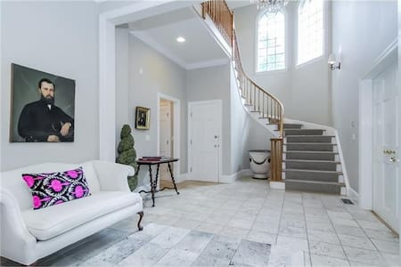 Luxury Bedrooms with en suite baths - Armonk - Casa