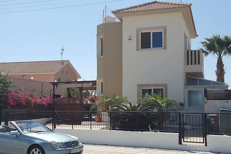 Two bed villa sleeps 8 ayia thekla - Talo