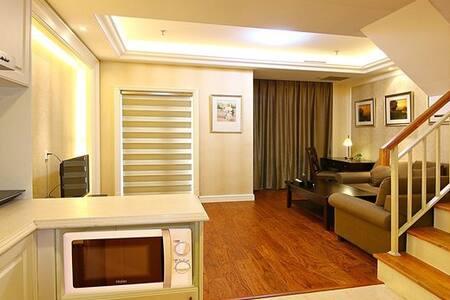 大连悦泰街里高品质市景LOFT复式双卧套房