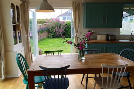 4 Bed Home by Perranporth Beach - Perranporth