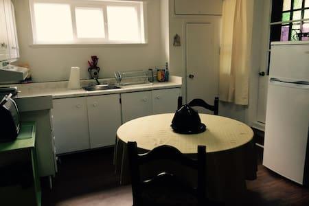 Logement modeste près du fleuve! - Rimouski - Apartment