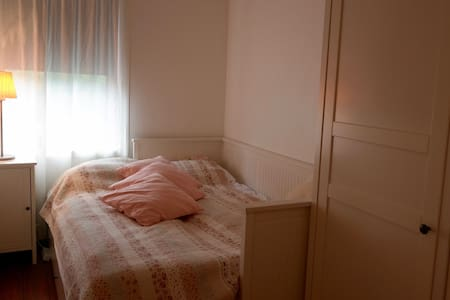 Cozy room close to city center - Apartamento