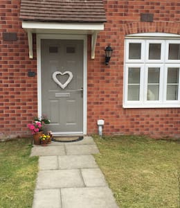Double Room & Private Bathroom Near Brecon - House