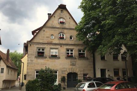 Gemütliche Galeriewohnung inmitten der Altstadt - Lägenhet