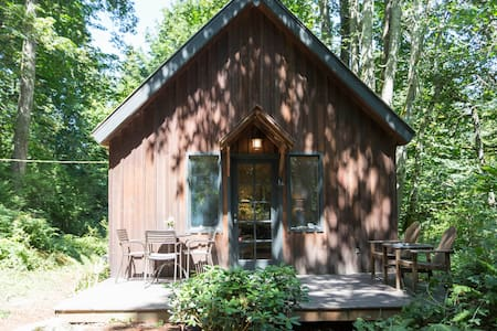 Forest Cabin + Private Beach - Camano Island