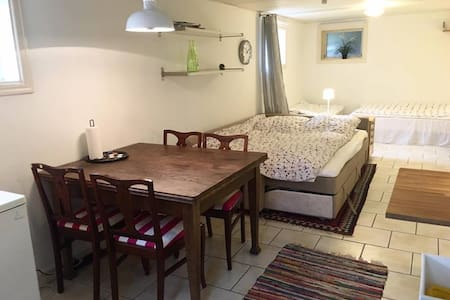 Room with separate entrance, kitchen and bath 1-4p - Göteborg - Flat