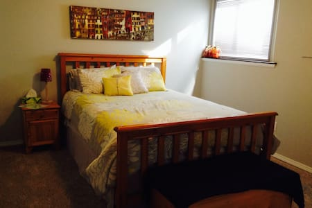 Private Basement with Cozy Bedroom in Cranbrook - Cranbrook - House