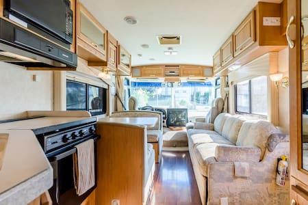 Private Cozy RV in superb location - Burnaby