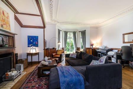 Unique, Spacious 3 bedroom @ Putney - London - Rumah
