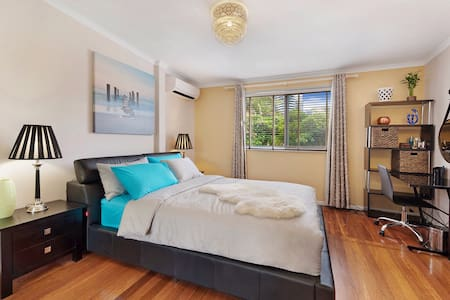 New 1 bedroom, central Broadbeach - Townhouse