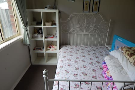Double bed room clean and comfort - Berwick