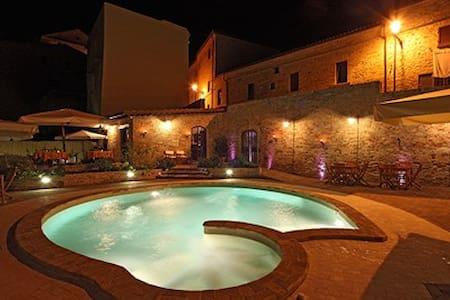 Residence medievale con piscina, sauna & palestra - Castle