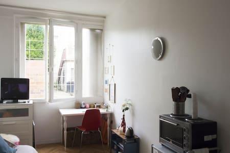 Studio Cosy à Villejuif (à deux pas du métro) - Apartamento