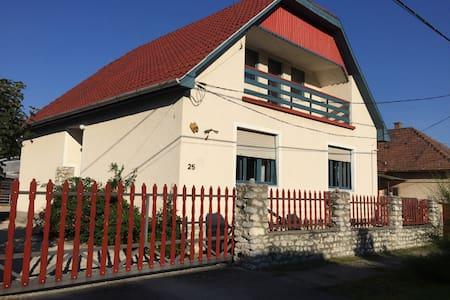 Tulipan Haz - Haus