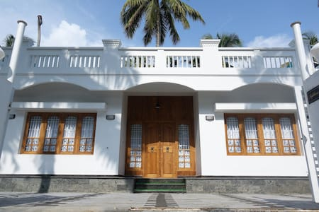Spectacular Beachfront Luxury Villa - Ernakulam - Villa
